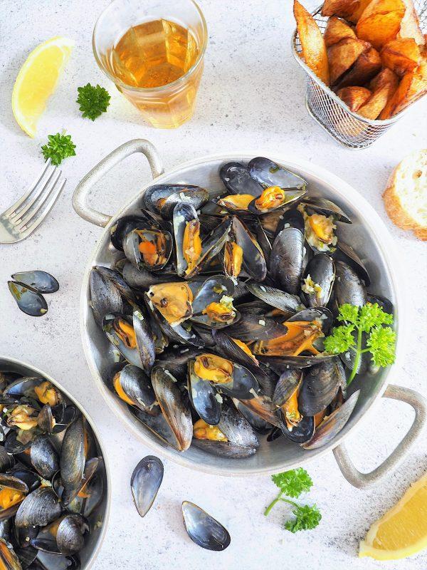 Moules marinières au vin blanc et échalotes