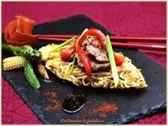 Boeuf à l'ail et galette de nouilles chinoise