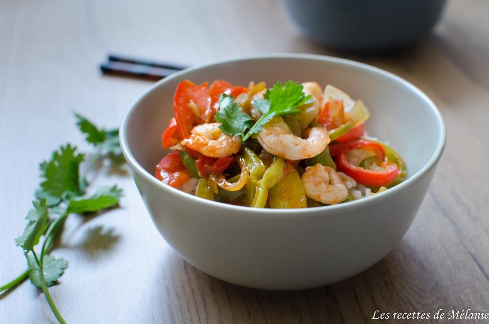 Crevettes sauce aigre-douce et porc à l'ananas avec Panier cuistot