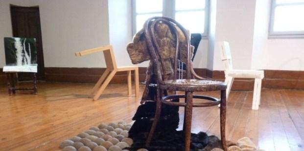 Chaise assiégée the Furry Flying Chair 2014 Chantal RAGUET (1)