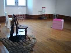 Chaise assiégée the Furry Flying Chair 2014 Chantal RAGUET (2)