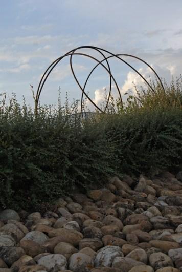 """""""le Libre"""" de Pierre LABAT au rond-point de La Nauve à Creysse"""