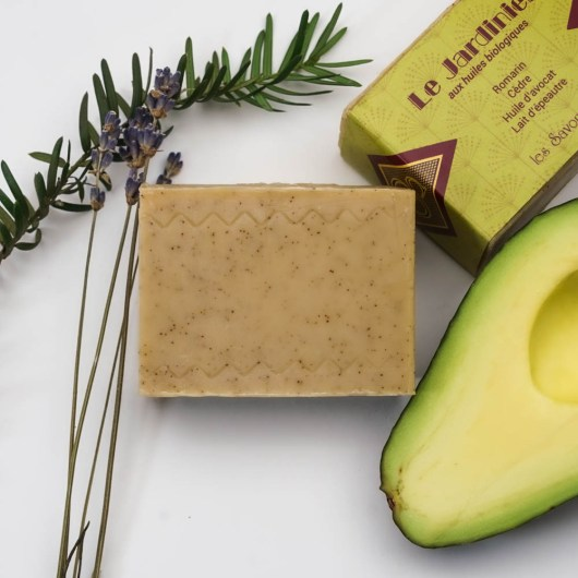 100 % de ses huiles végétales et huiles essentielles sont d'origine biologique - Savon solide saponifié à froid, surgras, naturel et bio, zéro déchet