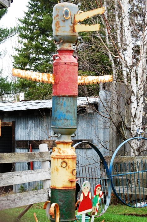Scrap Metal totem pole outside of Blueberry Antique store
