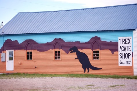 Trex Agate Shop and wall mural in Bynum, Montana