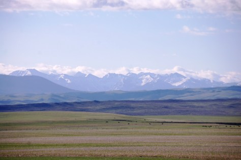 Mountains and plains as seen from US 89