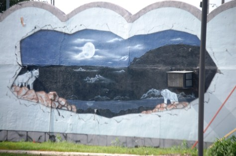 There is a nice wall mural on the side of the Blue Moon Bar and Grille in Hamburg