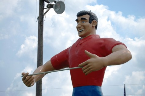 Mississippi Welcomes Me with Open Arms - Big Muffler man statue at the border