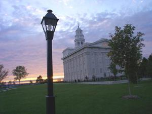 The completed LDS Nauvoo Temple in 2002