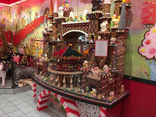 Sarris Candy Castle weighs 1500 pounds