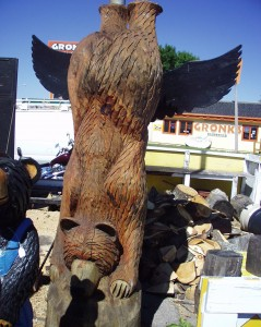 Wooden Bear Totem Pole - Gronk's in Superior, Wisconsin