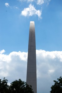 Side shot of Gateway Arch in St. Louis