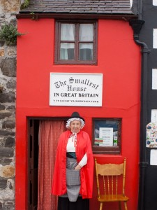 Small House in Conwy, Wales....touted as the smallest house in Great Britain