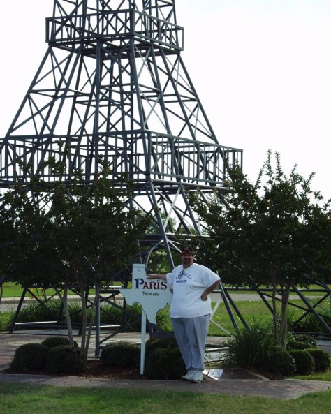 Sumoflam at Eiffel Tower in 2007 (photo by Sumoflam Productions)