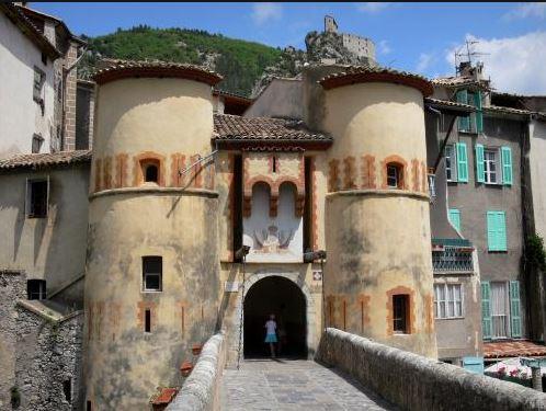 le village d'Entrevaux qui fait partie du patrimoine à visiter