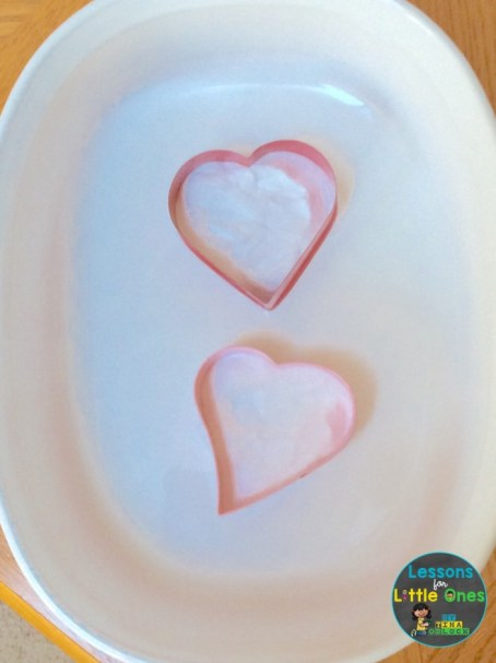 valentine science experiment baking soda & vinegar fizzing hearts