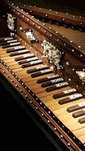 clavier clavecin sculpté