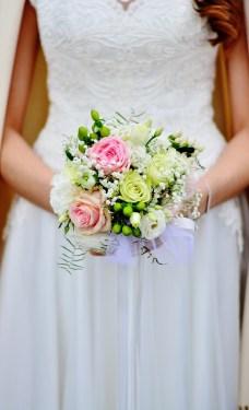pressing robe de mariée bouquet fleurs