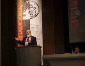 Daniel Dennett e Stefano Cappa a BergamoScienza 2008