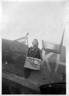Spitfire pilots in cockpit Reg Morris