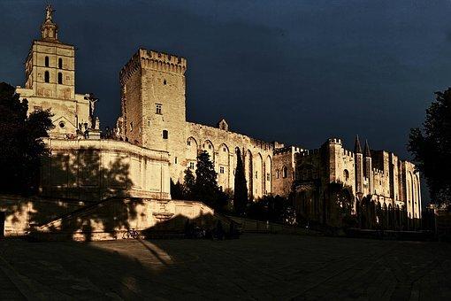 les 9 Papes d'Avignon