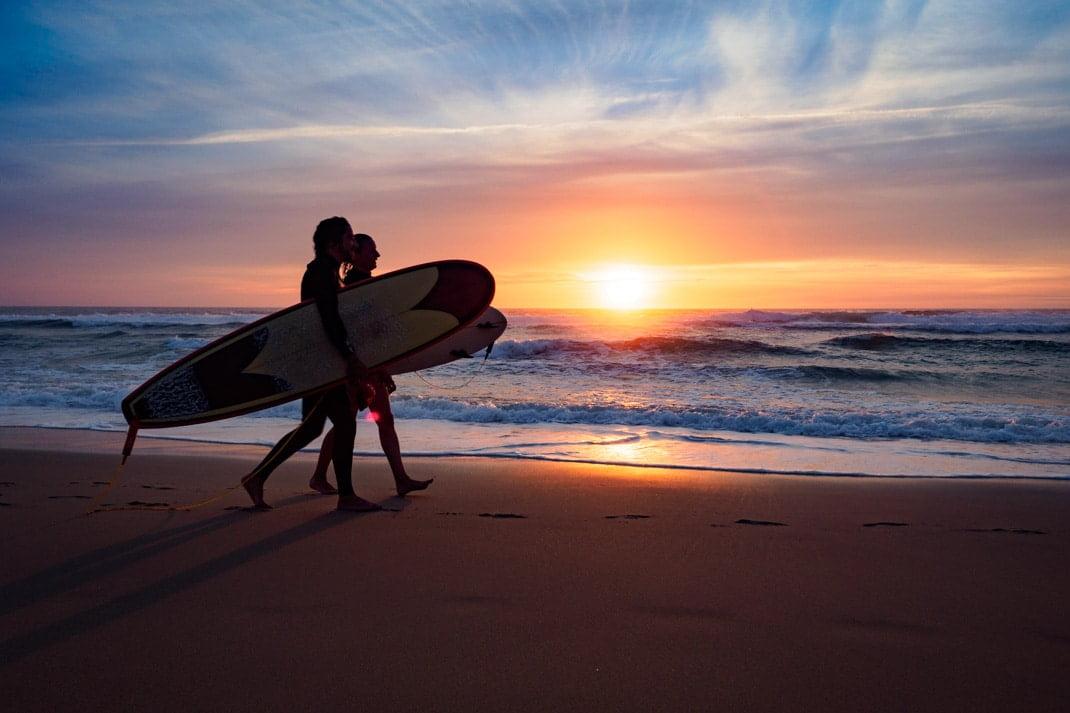surfeurs au porge plus belle plage de la côte atlantique en france