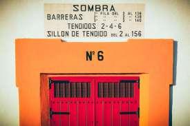 Porte numéro 6 sombra barrera des arènes de seville, voyage en espagne