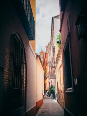 ruelle étroite quartier juif de seville, voyage en espagne