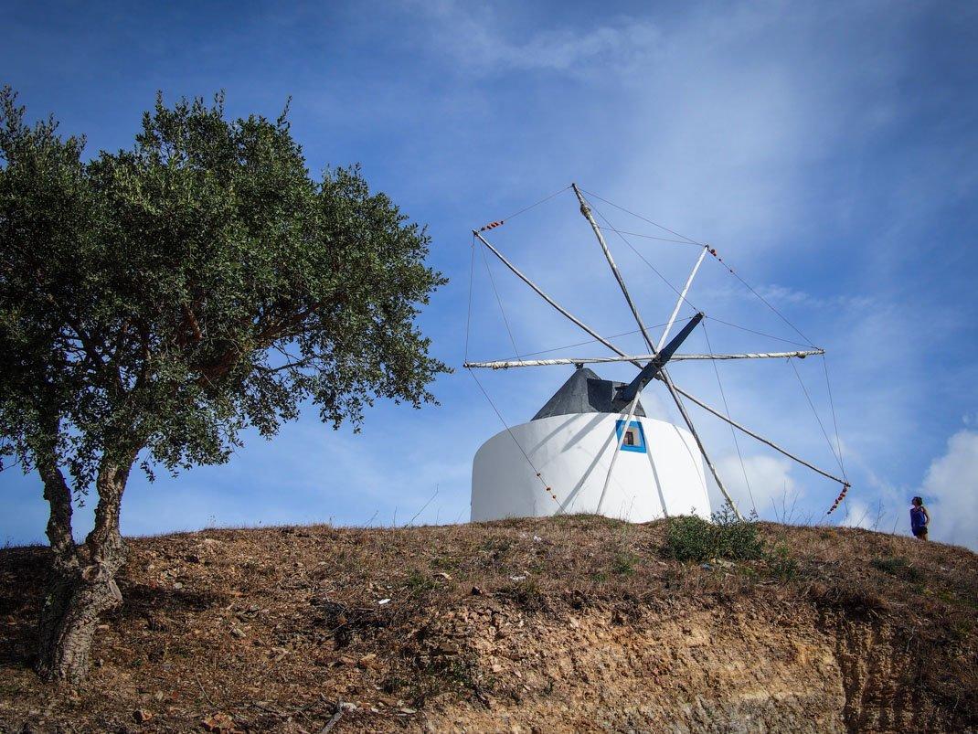 le moulin a vent du village de odeceixe voyage algarve portugal