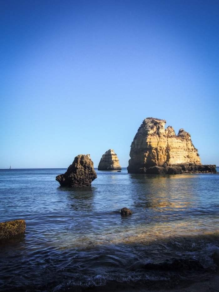formations rocheuses sur la page do pinhao a lagos en algarve voyage portugal