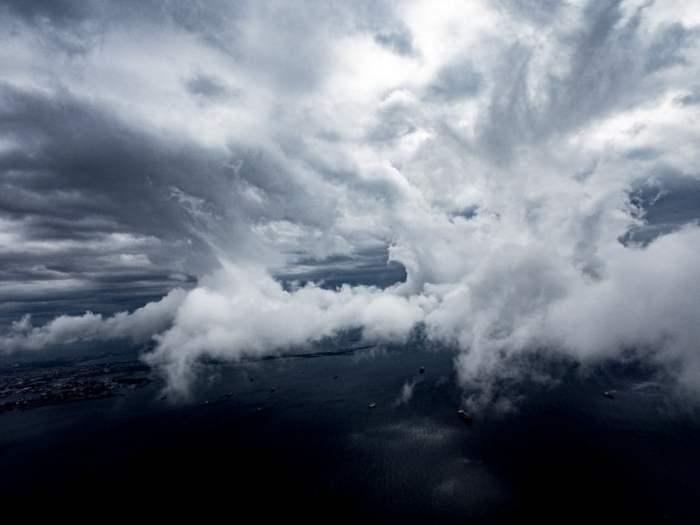 le bosphore vue du ciel en arrivant a istanbul en turquie