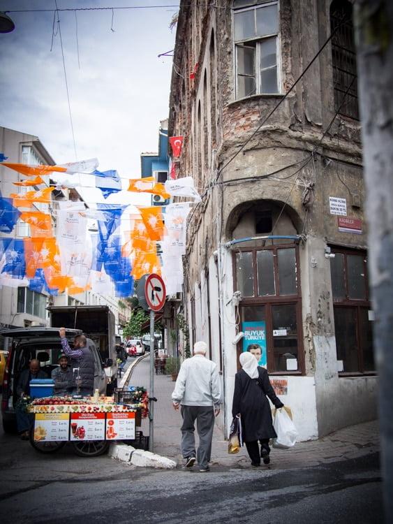 rue du quartier cihangir a istanbul