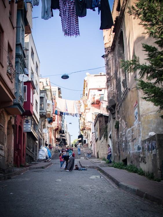 rue populaire du quartier kadirga à sultanahmet à istanbul