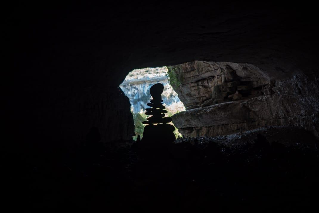 champs de cairn dans la grotte de minerve