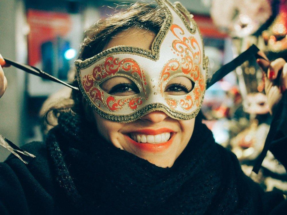 les masques du carnaval de venise en voyage en italie