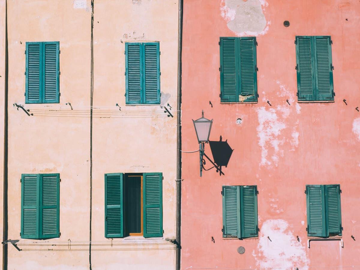 couleurs des murs de sienne en toscane