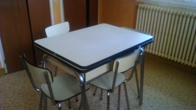 table formica jaune pale vintage annees 60