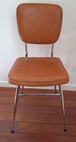 chaise en skai marron vintage