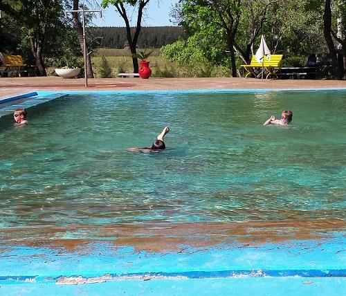le bassin extérieur pour enfants
