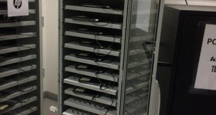 Racks de rangement des ordinateurs des enseignants
