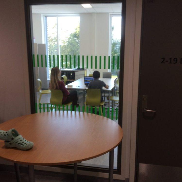 Les élèves peuvent être accompagnés individuellement dans de petites salles prévues à cet effet