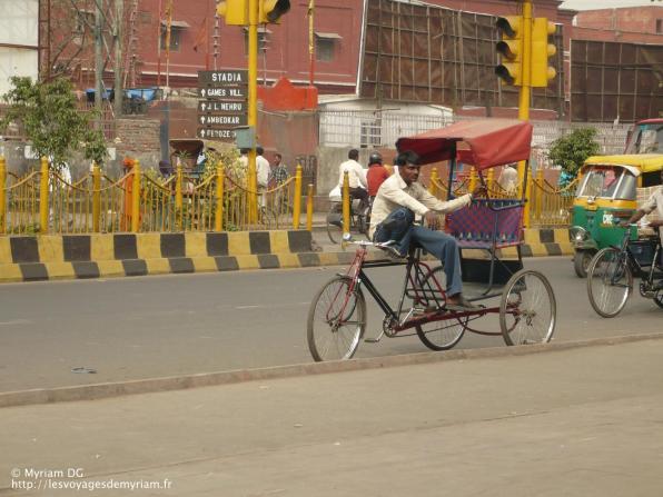 Un rickshaw qui attend un client