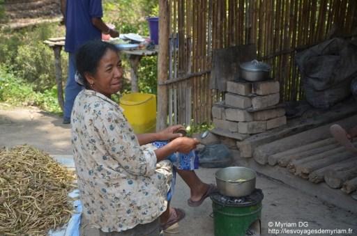 Joséline qui prépare ses frites