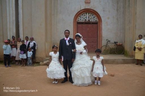 Les mariés et les demoiselles d'honneur