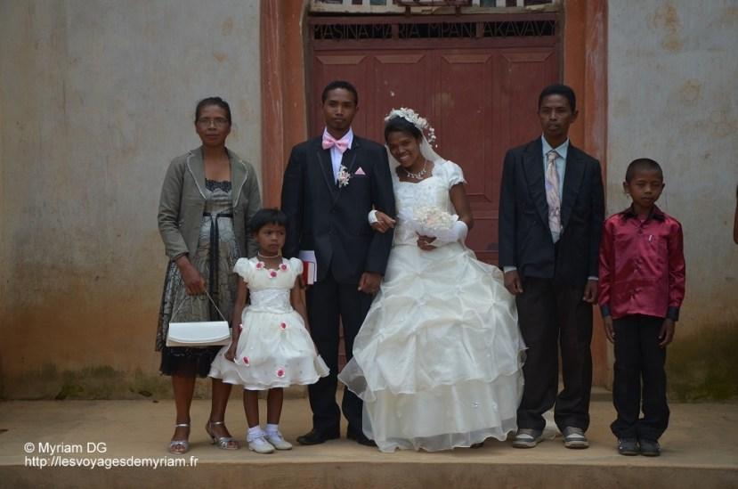 photo avec les parents, frères et sœur du marié