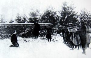 Homme face à son peloton d'exécution, fusillé pour mutinerie ou autre excuse bidon