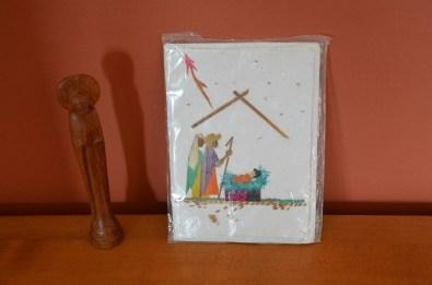 Une statuette de la Vierge et une carte de Noël en papier Antemoro. Un seul coffret disponible mais vous pouvez choisir la carte de Noël voulu. 7€