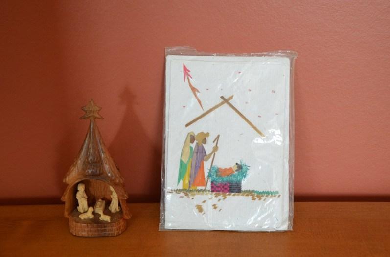Une crèche et une carte de Noël en papier Antemoro. Vous pouvez choisir la carte de Noël voulu. 9€