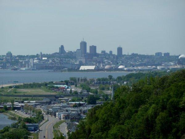Vue sur Québec depuis la chute de Montmorency