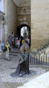 Coïmbra - Sculpture originale à la Tour d'Almedina